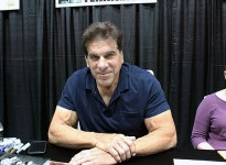 Lou Ferrigno, best known for his role as The Incredible Hulk, signs autographs at ComiCon. (Photo by  Grace Bauer)